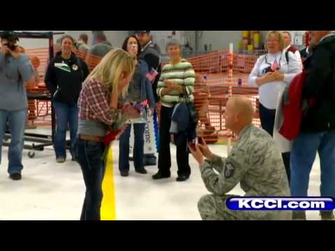 Airman surprises girlfriend on return home