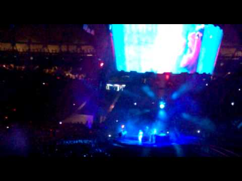 U2 360 02/04/11 La Plata Argentina Ultraviolet ( Light my way)