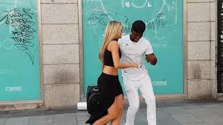 Bailando Salsa cubana l  con señorita  Española  del público l Madrid Timbera l bailando timba