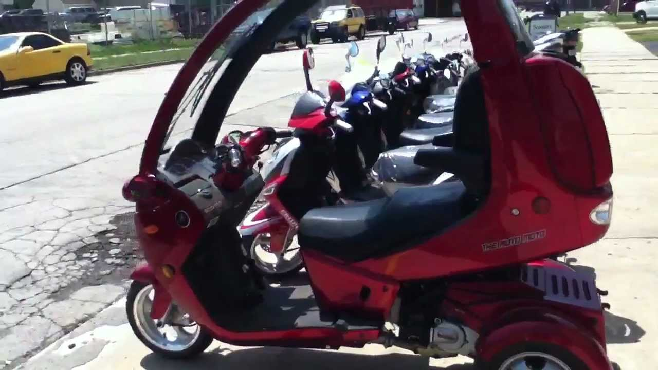The Amazing Auto Moto Trike Enclosed Scooter Youtube