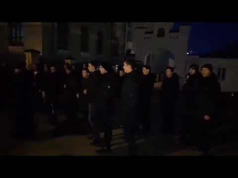Семинаристы встретили радикалов С14 церковным пением под Киево-Печерской лаврой | Страна.ua