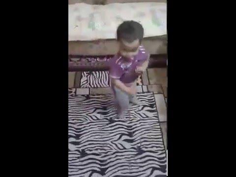 الطفل الزى ادهش العالم الطفل حمزه يرقص رقص جامد اخر حاجه thumbnail