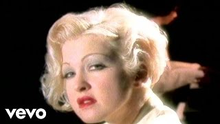 Клип Cyndi Lauper - Who Let In The Rain