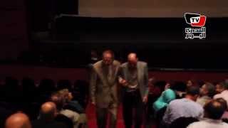 محمود ياسين يحيي جمهوره في عرض فيلم «حائط البطولات»