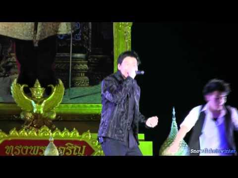 111203 Bie บี้ @ sanamluang concert : Free man_เช้าไม่กลัว