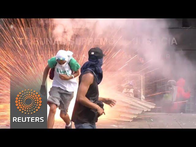 Trump threatens Venezuela with sanctions