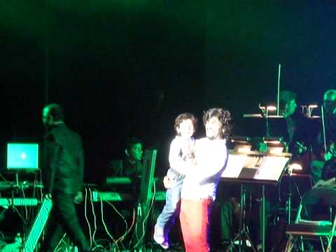 Sonu Nigams son Nevaan singing.-Abhi Mujh Main Kahin and Kolaveri...