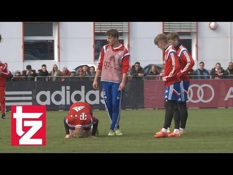 FC Bayern: Sebastian Rode verletzt sich beim Training und humpelt vom Platz