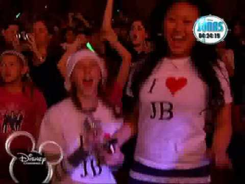 Jonas Brothers Living the dream    Hello Hollywood
