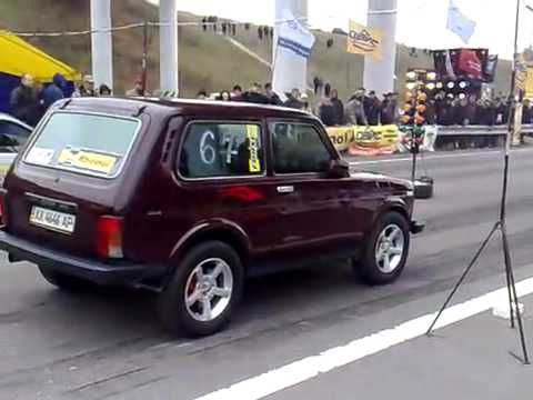 Нива натягивает BMW