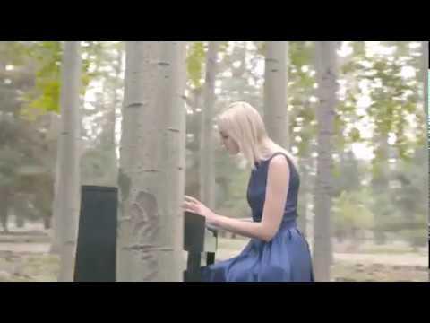 Dziwka Gra Na Pianinie