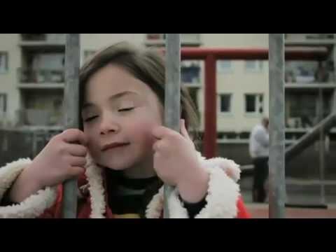 Маленькая девочка с хорошим чувством юмора.mp4