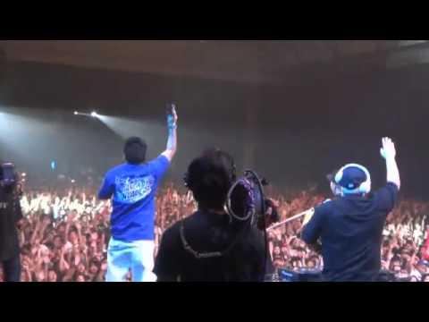 BANGKOK INVADERS DJAYBUDDAH & DJ ONO Throwing Out Freebies @ THAITAY TEN