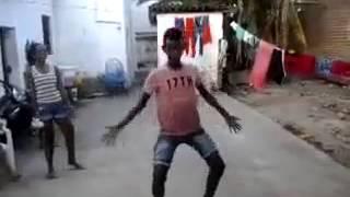 Menino dançando e o pintinho piu kkk