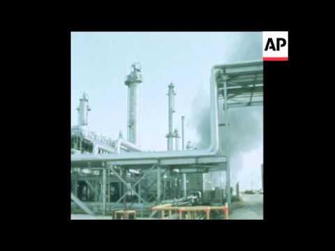SYND 19 12 74 SCENES OF OIL REFINERIES IN SAUDI ARABIA