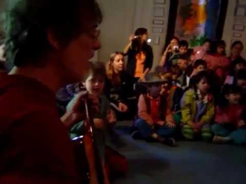 un video inedito de spinetta cantando en un jardin de infantes se viraliza en las redes