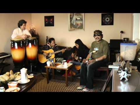 Tongam sirait  dan kawan2 bermain musik