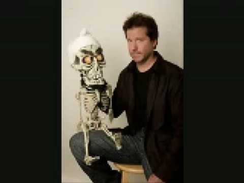 jeff dunham achmed i kill you. Silence I kill you [Techno Remix]. 2:31. Techno Remix Wer das haben will nach icq nr. fragen per message an mich. The Achmed Song. The Achmed Song