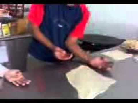 Faruq kamal belajar menebar roti canai