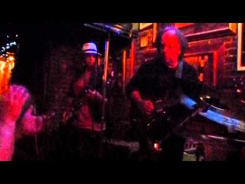Emily Rosenfield Guitar Solo (Live at Cat's Eye Pub)