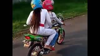 Geng Motor Cewek Pake Motor Ninja