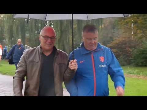 Bondscoach Guus Hiddink (en keeper Tim Krul)