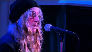 Watch Patti Smith Wild Leaves video