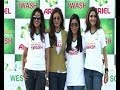 raveena, sakshi wash clothes for guinness world record  Picture
