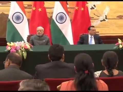 PM Modi & Chinese Premier Li Keqiang at Agreement Signing, Beijing
