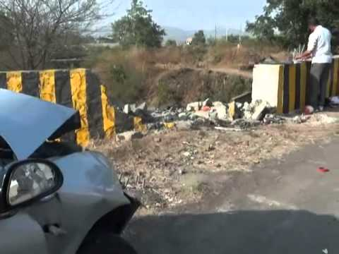 Pune Mumbai E-Way Accident