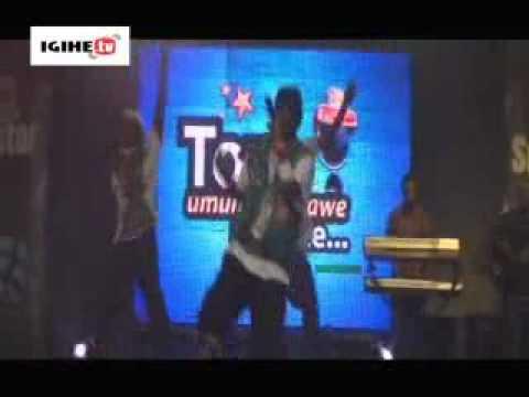 PGGSS Live Performance: Buri muhanzi yakoze iyo bwabaga ngo ashimishe abakunzi be.
