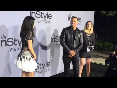 Selena Gomez walking the Red Carpet at the 2015 InStyle Awards thumbnail