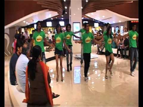 Flash Mob At Cinemas - Dil Garden Garden...