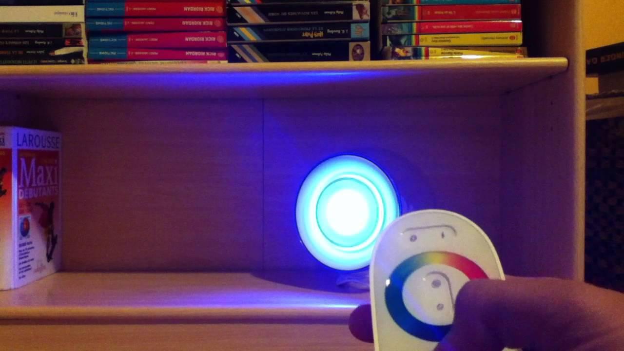 utiliser une lampe living colors philips modifier les. Black Bedroom Furniture Sets. Home Design Ideas