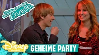 MEINE SCHWESTER CHARLIE - Clip: Die geheime Party | Disney Channel
