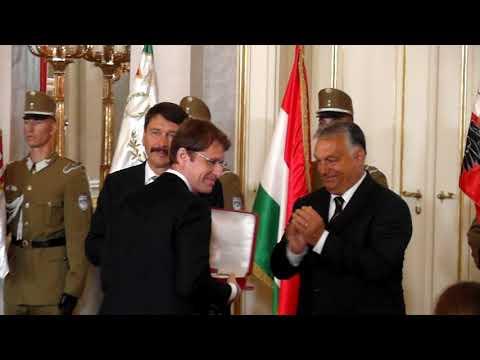 Szent István Rendet vett át Roska Botond, kutatóorvos Áder Jánostól és Orbán Viktortól ... 1.