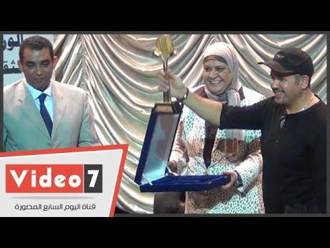 وزارة الشباب تكرم الفنان هشام عباس على مجهوداته وتبنى المواهب الشابة