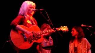 Watch Emmylou Harris Boy From Tupelo video