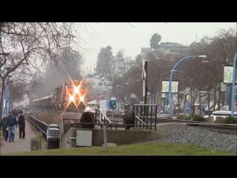 VERY RARE!!!! BNSF Mixed Train W/ UP SD70M @ White Rock BC Canada 28DEC13 ES44AC 6173 Leading