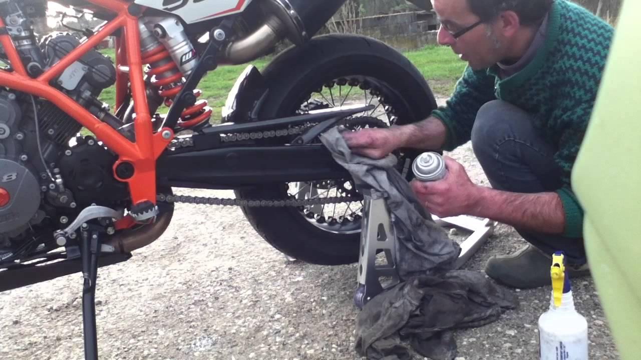 comment graisser une chaine de moto entretien chaine moto youtube. Black Bedroom Furniture Sets. Home Design Ideas