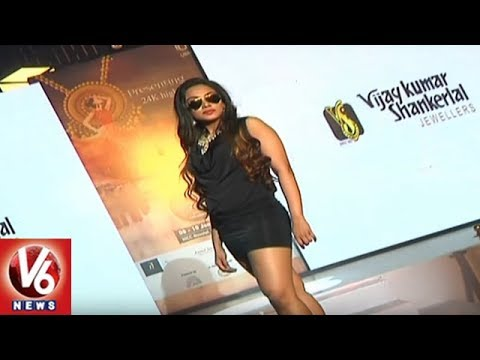 Models Cat Walk At UBM Jewellery Expo In HICC | Hyderabad | V6 News