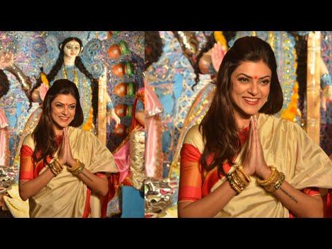 Sushmita Sen Seeks Blessings Of  Maa Durga In Mumbai - Durga Puja 2014 video
