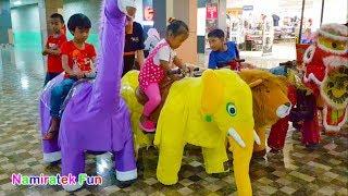 naik robot odong odong hewan lucu banyak sekali bersama teman di mall