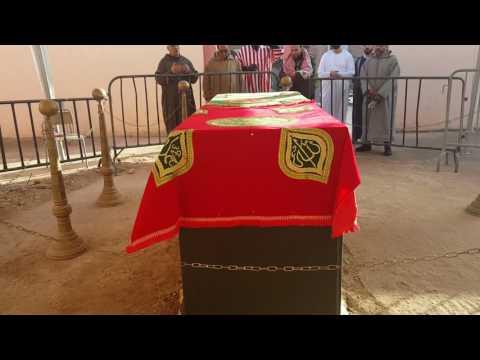 Prières autour de la tombe de Sidi Hamza,  guide spirituel de la tariqa Qadiriy dernièrement décédé