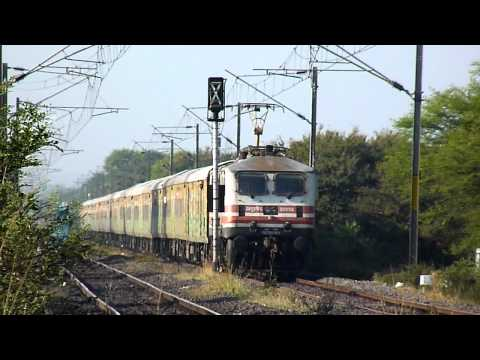 Wap-5 Lhb-hybrid Chennai Duronto Races Towards Itarsi video