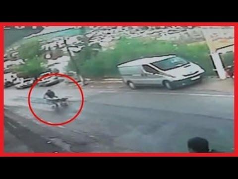 КАДРЫ ОБЛЕТЕВШИЕ ВЕСЬ МИР: В Турции мужчина спас  жизнь ребенка в коляске СЕГОДНЯ