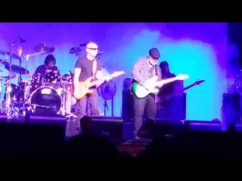 Joe Satriani - Crush Of Love -  (brasília 03 10 2014) video