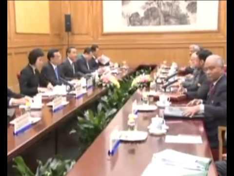 PM Modi meets Chinese Premier Li Keqiang for Delegation level talks in Beijing