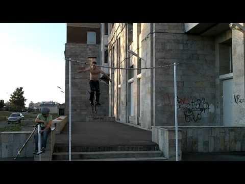 Poweriser skacze 2,5m przez tyczkę
