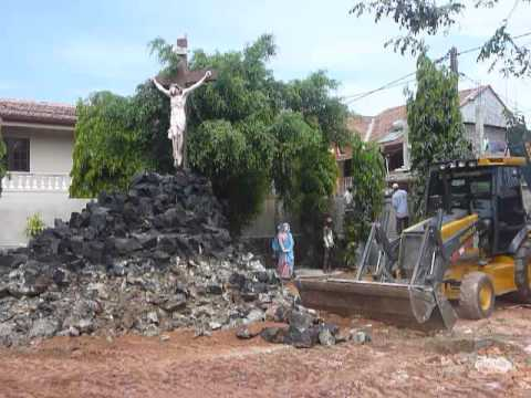 Sri Lanka,ශ්‍රී ලංකා,ceylon,negombo,repair Jesus Cross video